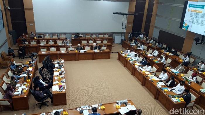 Menteri Agama (Menag) Fachrul Razi menjelaskan polemik terkait pernyataan soal agen radikalisme good looking.
