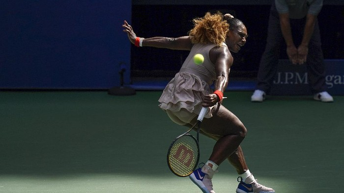 Serena Williams, of the United States, returns a shot to Maria Sakkari, of Greece, during the quarterfinals of the US Open tennis championships, Monday, Sept. 7, 2020, in New York. (AP Photo/Seth Wenig)