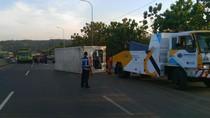 Truk Terguling di Km 83 Tol Cipularang Sudah Dievakuasi, Lalin Mulai Mencair