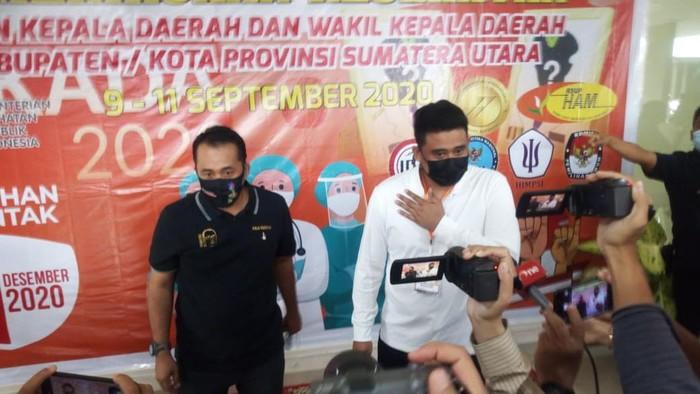 Bobby Nasution usai menjalani tes kesehatan (Datuk Haris-detikcom)