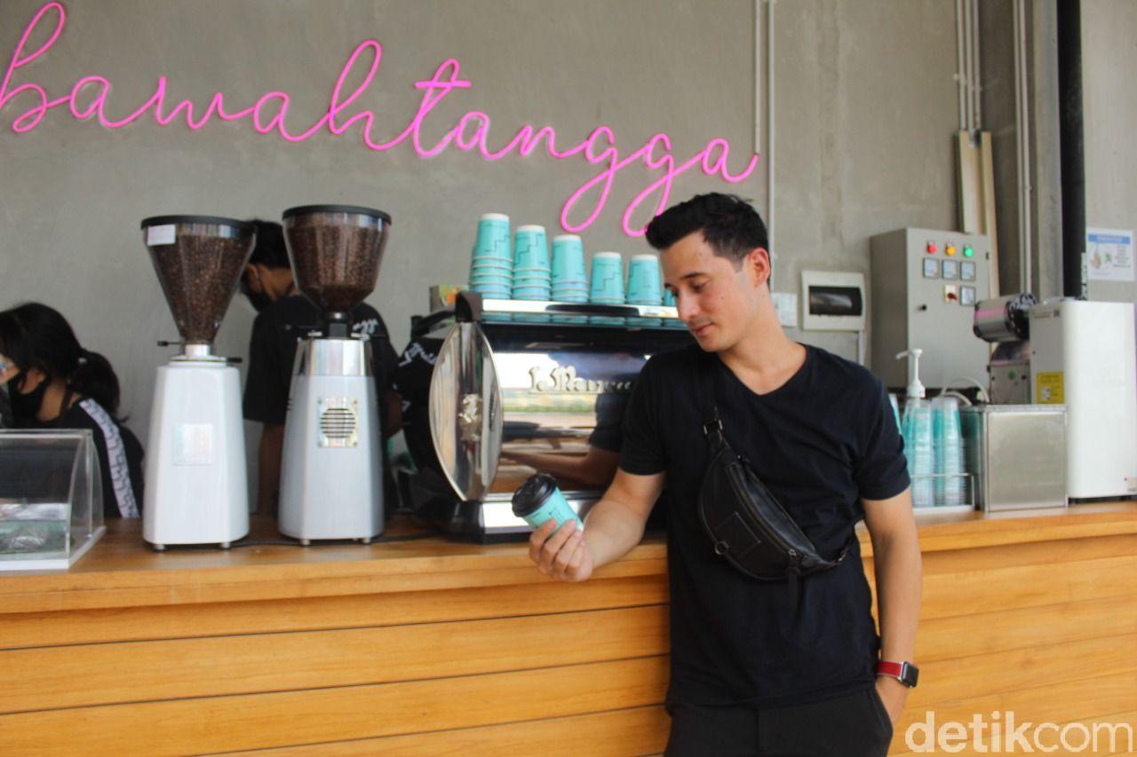 DiBawahTangga, kedai kopi milik Nino Fernandez