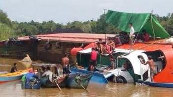 Evakuasi kapal feri yang tenggelam di Kutai Timur