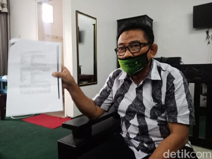 Dinkes Jatim menemukan unsur kelalaian dalam kasus ibu melahirkan sendiri hingga bayinya meninggal, di Rumah Sakit Pelengkap Medical Center (RS PMC) Jombang. Oleh sebab itu, DPRD Jombang meminta polisi mengusut tuntas kasus tersebut.