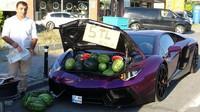 Selain Vespa Dior, 5 Kendaraan Mewah Ini Dipakai Buat Beli dan Jual Makanan