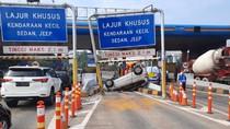 Petaka Mengantuk Berujung Gerbang Tol Ditubruk