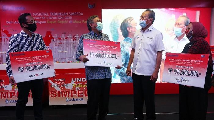 Undian Nasional Tabungan Simpeda yang dikemas dalam tajuk Panen Rejeki bank BPD menyuguhkan total hadiah sebesar Rp 3 Miliar untuk 584 nasabah.