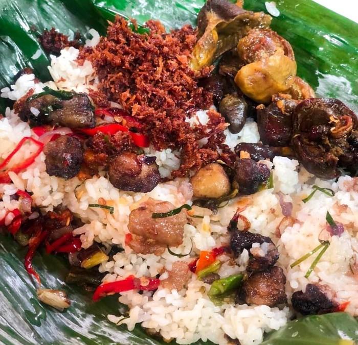 Nasi Oseng Sumsum dan Serundeng