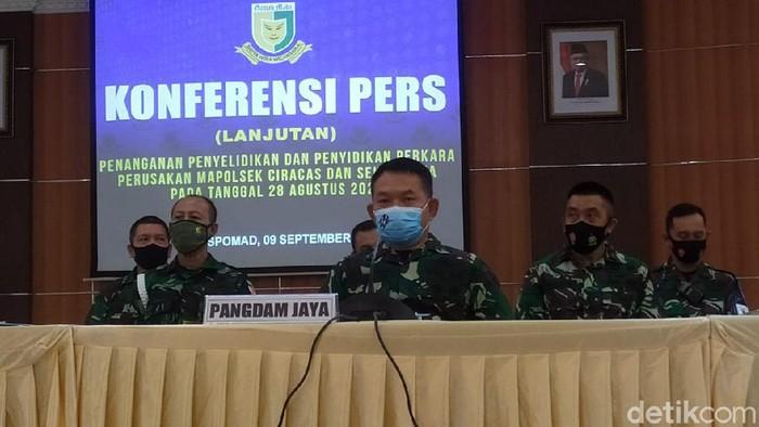 Pangdam Jaya Mayjen Dudung Abdurachman dalam konferensi pers kasus penyerangan polsek Ciracas