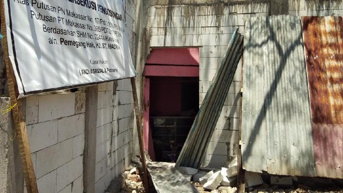 Penghalang Akses Rumah Lansia di Makassar Dibuka (Hermawan-detik)