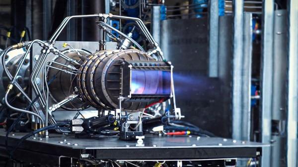 Perjalanan hipersonik umumnya dianggap mencapai kecepatan Mach 5 atau lebih, atau lima kali kecepatan suara. Mesin jet hipersonik dari Hermeus.