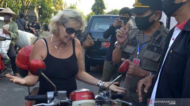 WNA di Bali terjaring sidak masker.
