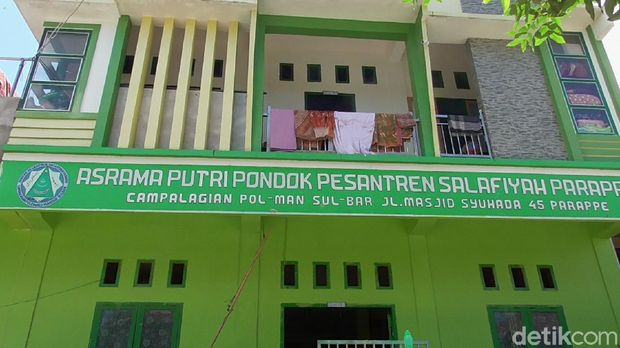 17 santriwati Ponpes Salafiyah Parappe di Polewali Mandar, Sulbar, diketahui terkonfirmasi COVID-19 (Abdy Febriady/detikcom)