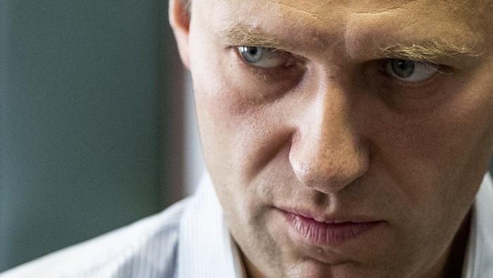 FILE - In this Wednesday, Sept. 5, 2018 file photo Russian opposition leader Alexei Navalny stands during a break in the hearing on his appeal in a court in Moscow, Russia. The German hospital treating Russian opposition leader Alexei Navalny says he has been taking out of an induced coma and is responsive. Berlins Charite hospital said Monday that Navalnys condition has further improved, allowing doctors to end the medically induced coma and gradually ease him off mechanical ventilation. (AP Photo/Pavel Golovkin, File)