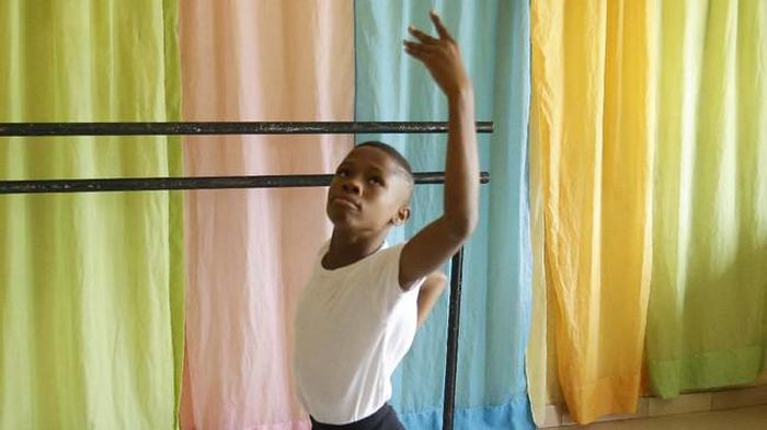 Athony Madu (11), bocah asal Nigeria mendadak dapat beasiswa setelah video menari baletnya viral.