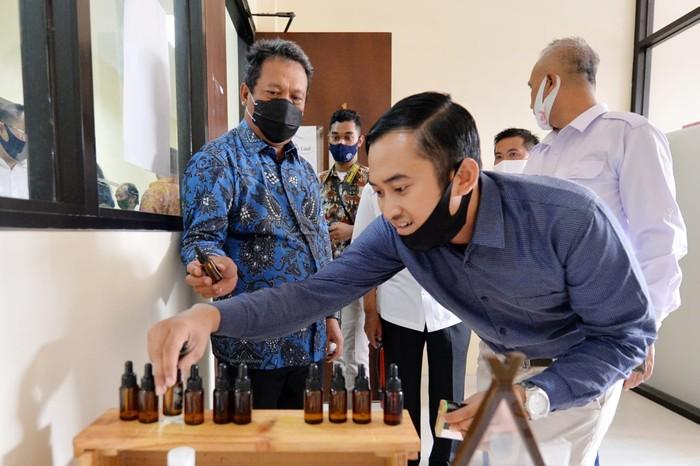 Wakil Menteri Pertahanan Sakti Wahyu Trenggono turut serta mendorong ketahanan pangan Indonesia di tengah pandemi COVID-19. Inilah aksinya.