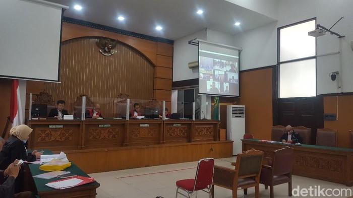 Eks Kasat Reskrim Polres Kendari menceritakan kronologi demo mahasiswa di DPRD Sultra berujung ricuh dalam sidang kasus tewasnya mahasiswa Kendari (Zunita Amalia/detikcom)