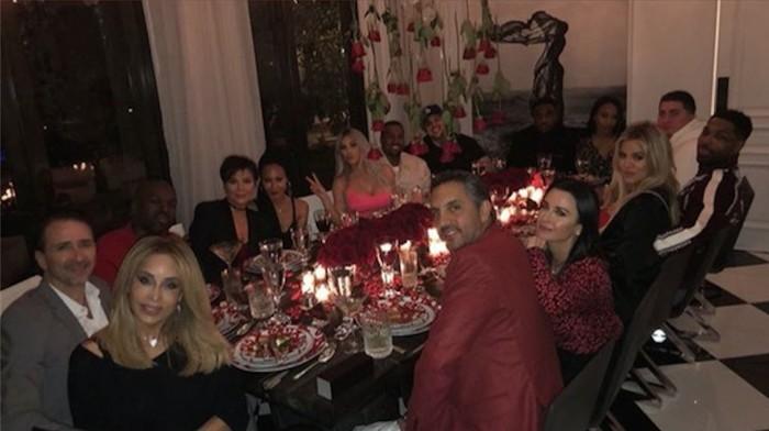 Intip Momen Kulineran Keluarga Besar Kardashian yang Kompak