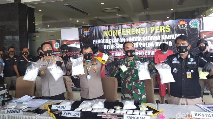 Jumpa pers pengembangan jaringan penyelundupan sabu ke Lapas Kedungpane Semarang, di Mapolda Jateng, Kamis (10/9/2020).