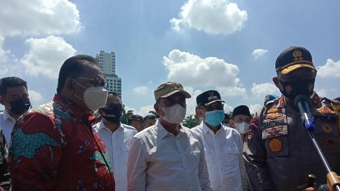 Kapolda Sumut Irjen Martuani Sormin (pertama dari kanan)/Ahmad Arfah-detikcom