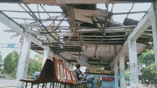 Kondisi terminal di Cianjur memprihatinkan.