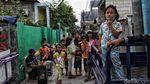 Melihat Keseharian Warga di Kawasan Zona Merah Ibu Kota