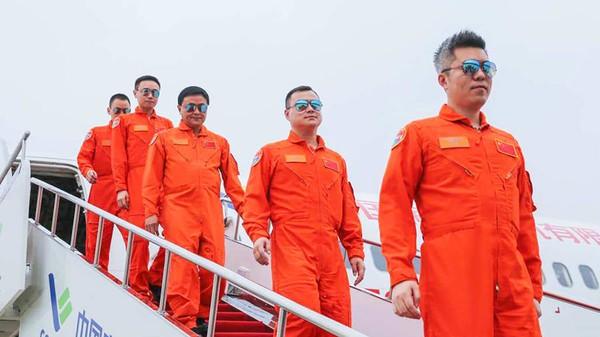 Saat ini banyak maskapai Barat telah memarkir pesawat mereka di gurun dan menunda atau membatalkan pengiriman pesawat dari produsen. Namun, buku pesanan COMAC dipenuhi oleh maskapai OTT Airlines, anak perusahaan baru China Eastern Airlines pada bulan Februari.