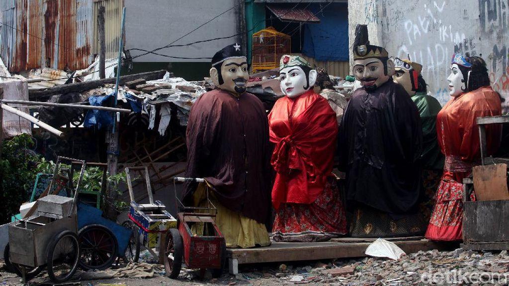 Potret Pengamen Ondel-ondel yang Berjuang Taklukkan Kerasnya Ibu Kota