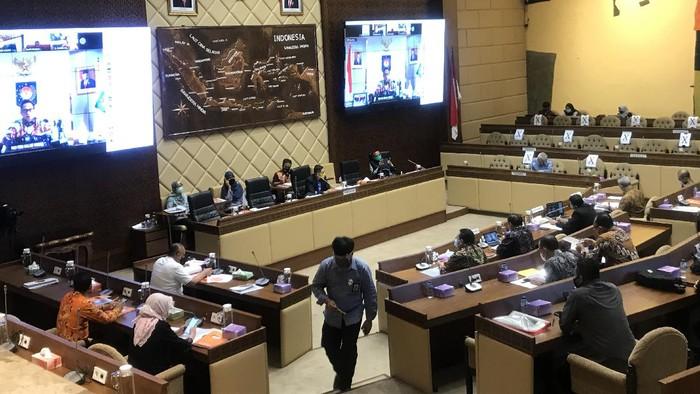 Rapat kerja Komisi II DPR