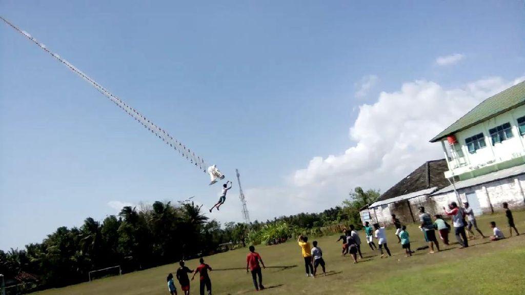 Menegangkan! Remaja Terbang Terseret Layangan di Bantul