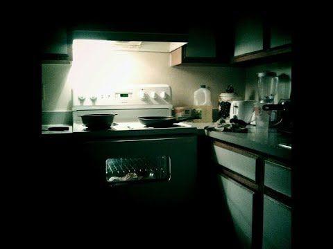 Rumahnya Berhantu, Wanita Ini Temukan Sosok Seram di Dapurnya