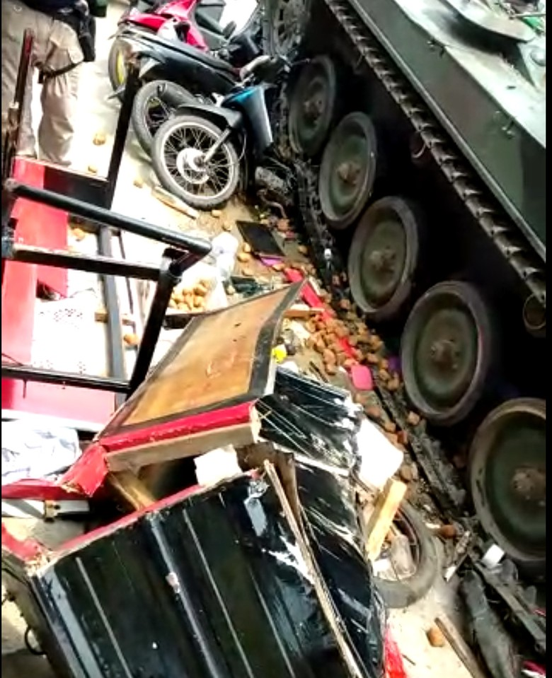 Tank TNI Tabrak Gerobak di Bandung Barat