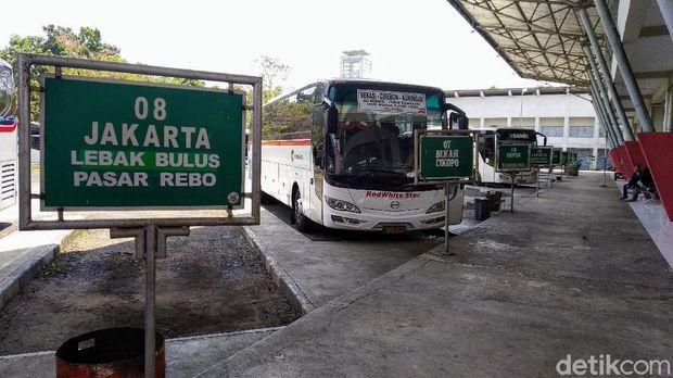 Terminal di kuningan tunggu kebijakan pembatasan angkutan ke DKI