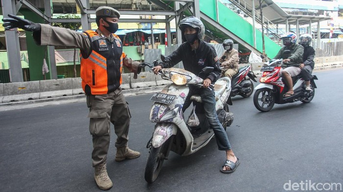 Razia tertib dan disiplin masker di gelar di kawasan Tanah Abang, Jakarta. Sebanyak ratusan warga terjaring di sejumlah titik.