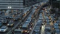 Mobil di Antara Cinta dan Benci: Banyak yang Pingin Punya, tapi Protes Kalau Macet