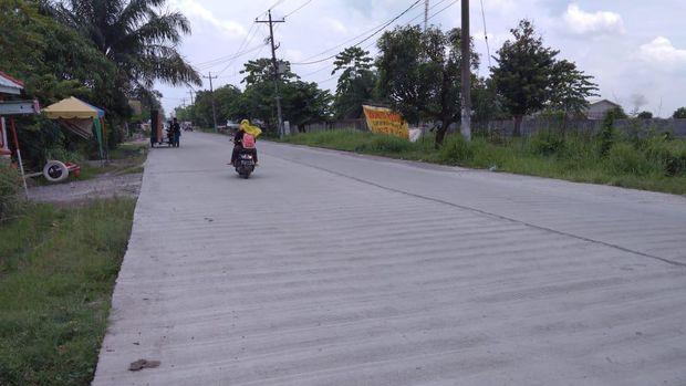 Kondisi jalan di Martubung yang telah diperbaiki (Datuk Haris-detikcom)