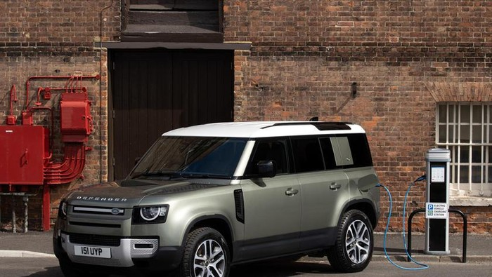 Land Rover dibekali penggerak listrik.