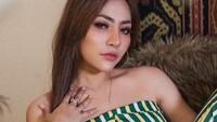 Liza Aditya, Si Seksi yang Kerap Diterpa Isu Miring