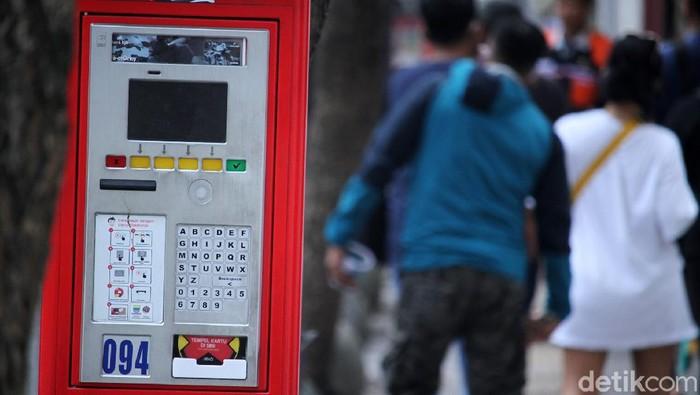 Seperti ini penampakan mesin parkir yang terbengkalai di sejumlah ruas jalan di Kota Bandung, Jawa Barat, Jumat (11/9/2020). Seperti diketahui, mesin parkir ini diresmikan oleh Ridwan Kamil, mantan Wali Kota Bandung yang kini menjabat sebagai Gubernur Jabar tahun 2017 lalu.