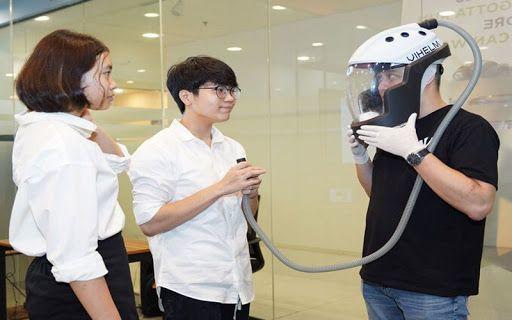 Pelajar di Vietnam Ciptakan Helm Kesehatan yang Bisa Simpan Makanan