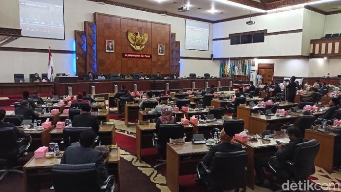 Rapat Paripurna DPR Aceh.