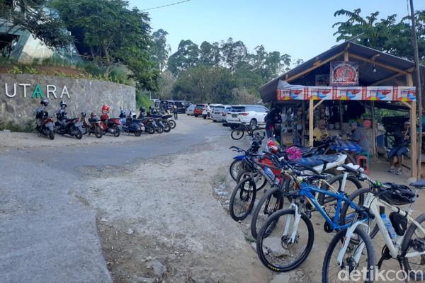 Lokasi Warung Nangka ini ada di Kecamatan Cimenyan, Kabupaten Bandung atau berbatasan dengan wilayah Kota Bandung.
