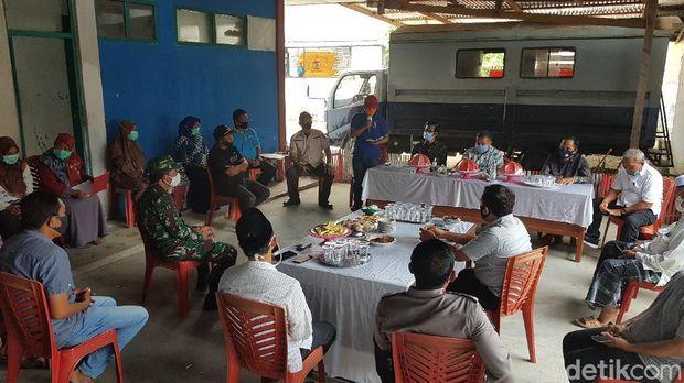 Santriwati yang terpapar virus Corona di Ponpes Salafiyah Parappe di Kabupaten Polewali Mandar bertambah menjadi 18 orang. (Abdy Febriady/detikcom)