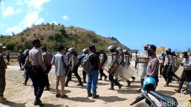 Sejumlah warga menolak pengosongan lahan untuk sirukuit MotoGP Mandalika. Polisi meminta warga menempuh jalur hukum (dok. Istimewa)