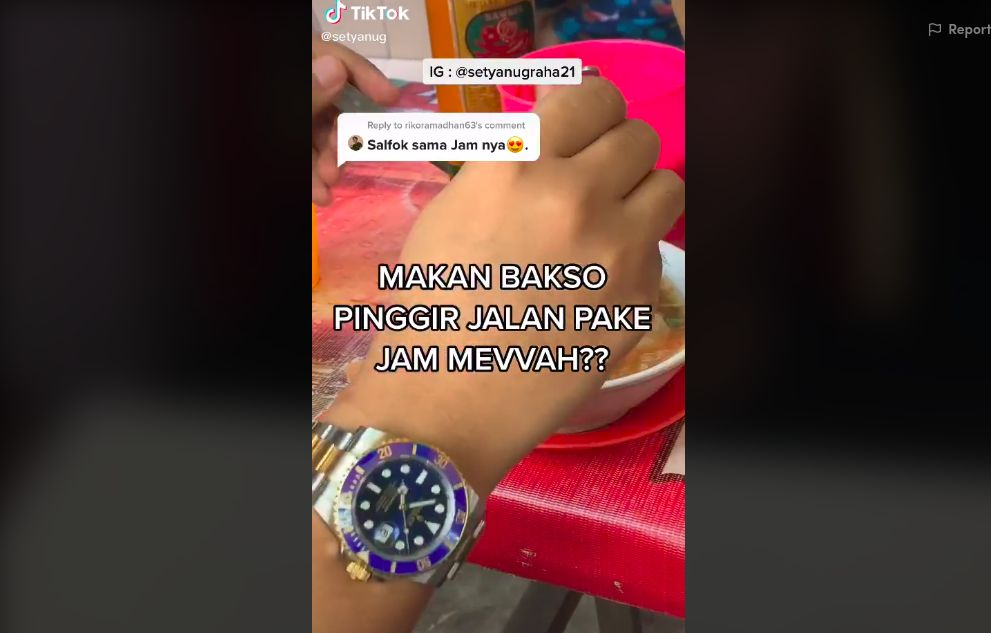 Selain Daging Rp 50 Juta, Netizen Ini Makan Bakso Kaki Lima Pakai Rolex!