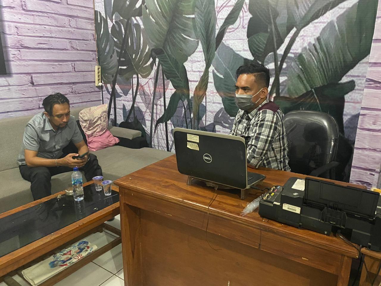 Tim Dit Tipid Siber Bareskrim saat melakukan pendalaman kasus ini di Subang, Jawa Barat