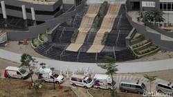 Wisma Atlet Kemayoran dialihfungsikan jadi rumah sakit darurat pasien COVID-19. Guna tangani kasus COVID-19 di Ibu Kota tower 5 Wisma Atlet pun siap beroperasi.