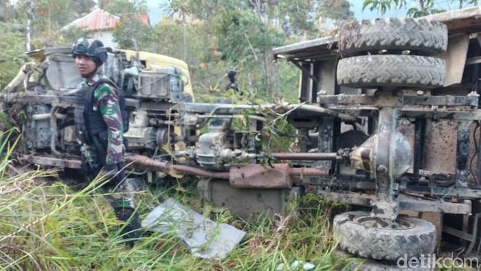 Truk yang mengangkut pasukan Yonif Raider 400/BR mengalami kecelakaan di Intan Jaya (dok Kogabwilhan III)