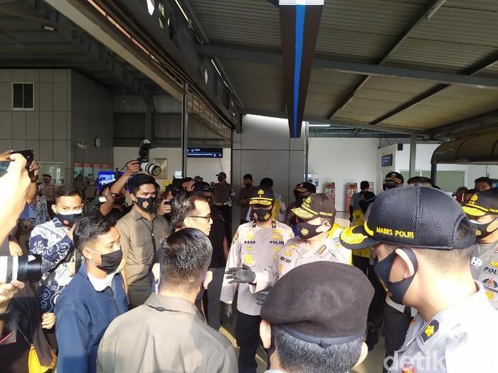 Wakapolri Komjen Gatot Eddy di Stasiun Tanah Abang, Jakarta.
