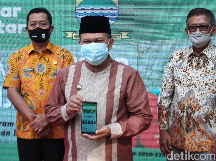 Pemerintah Kota Bandung meluncurkan aplikasi Pasar Pintar. Aplikasi tersebut dibuat untuk memberi kemudahan warga untuk berbelanja kebutuhan pokok di tengah pandemi COVID-19.