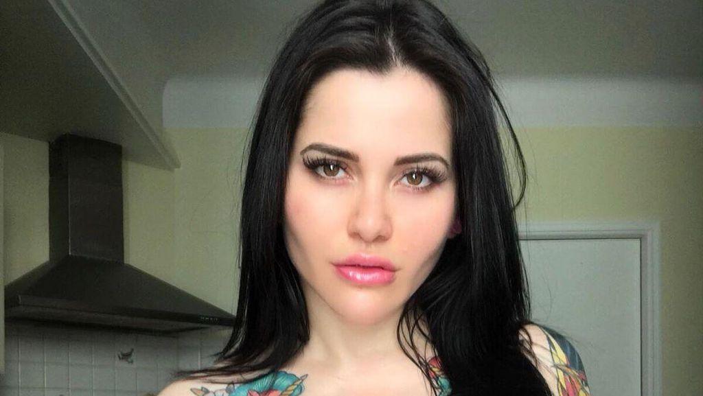 Model Cantik Putuskan Tatoan di Seluruh Tubuh Setelah Disebut Mirip Megan Fox